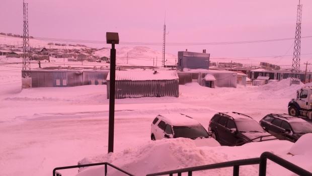 Iqaluit-Città a luce rosa