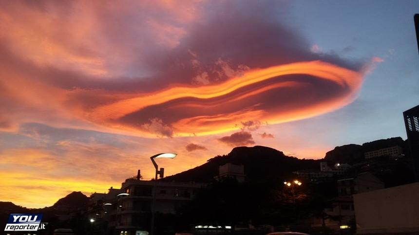 Nube lenticolare a Letojanni (Messina)