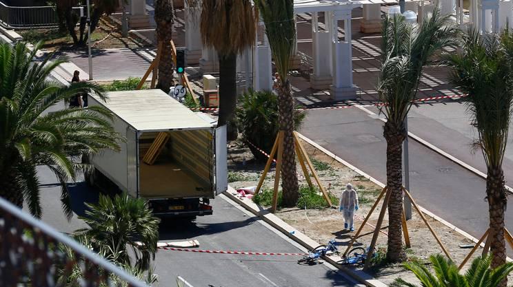 Camion usato per commettere la strage a Nizza - Retro