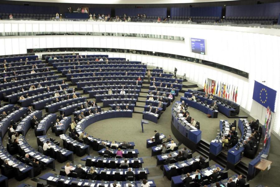 o-stipendio-europarlamentari-facebook