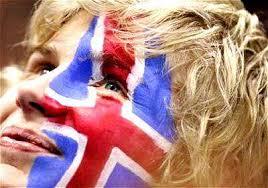 islanda-ragazza-con-bandiera