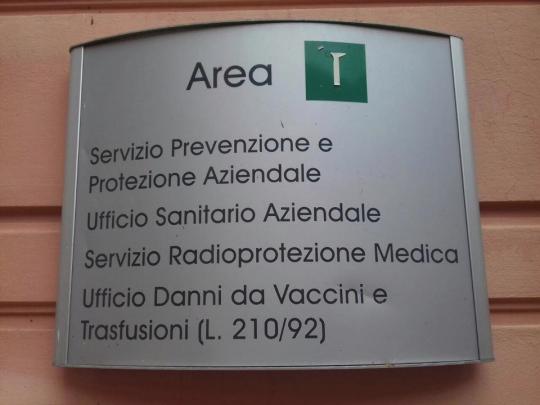 Cartello ufficio danni da vaccino.png