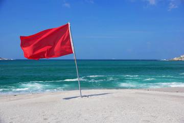 Bandiera al mare