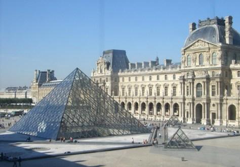 Louvre Parigi.jpg