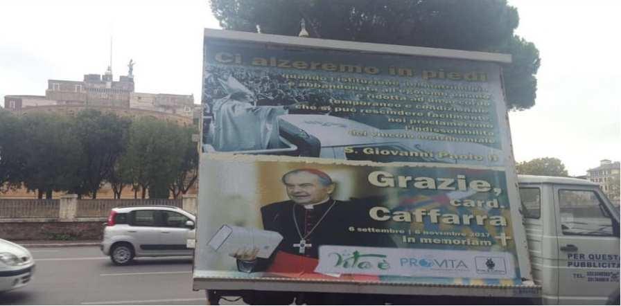 Roma - Camion vela su Mons. Cafarra