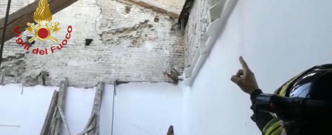 Fermo, crollo tetto scuola pubblica.jpg