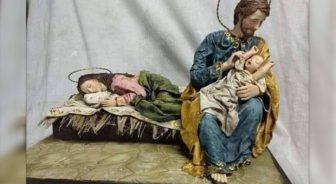 Presepe con Giuseppe che accudisce Gesù.jpg