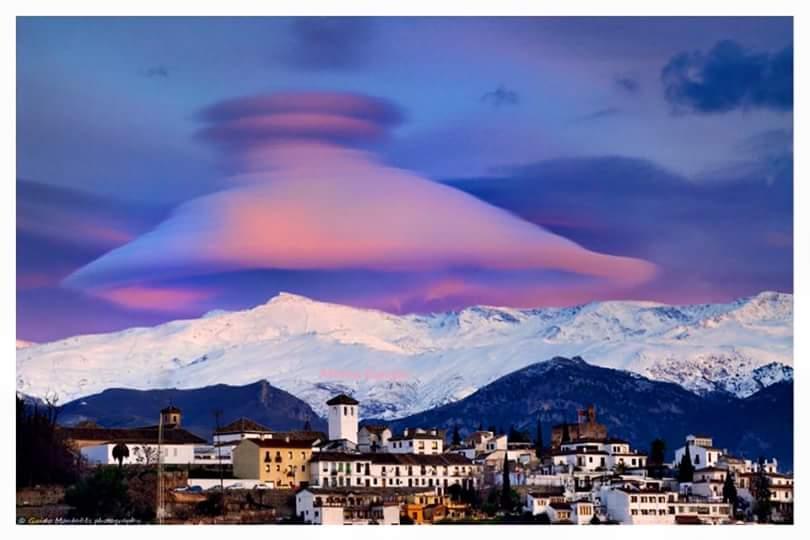 Nuvola ufo Sierra Nevada in Spagna.jpg